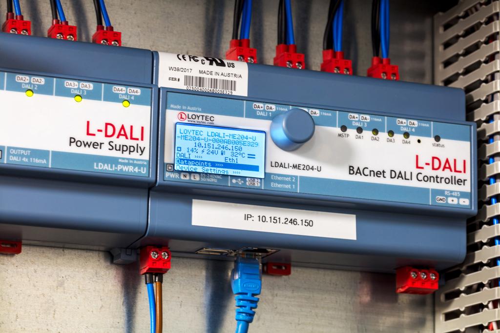 dali is een intelligent systeem waarin verschillende componenten met elkaar communiceren gericht op verlichting energiebesparing en bedieningsgemak